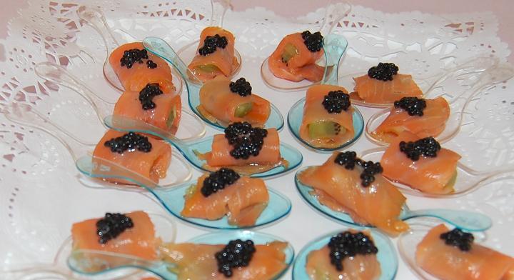cucharaditas de salmón y caviar